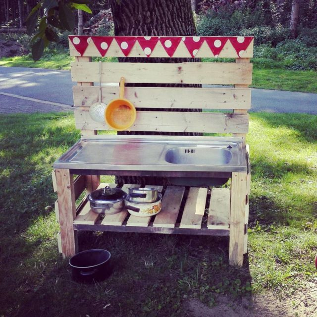 Hurra die Matschkche ist fertig!! matschkche bauernhofkinder naturkinder lebenmitkind mumblogger